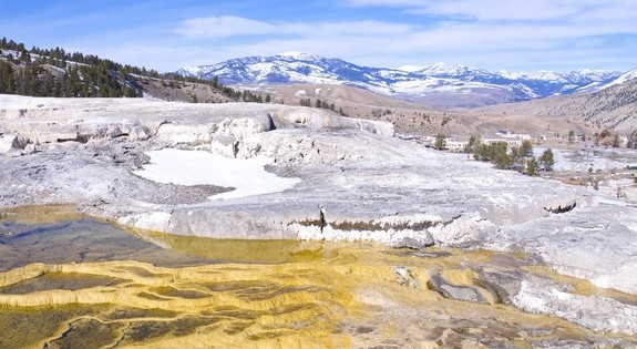 yellowstone-hot-springs